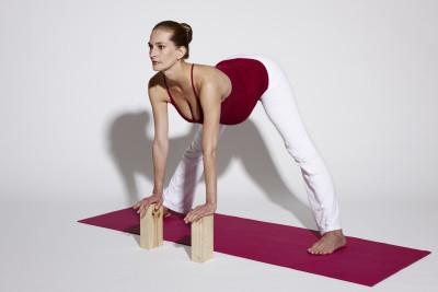 Verena Gayatri Primus während ihrer Schwangerschaft bei einer Yoga-Übung