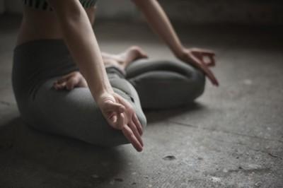 Yoga, Sport, Fitness, Padamasa - Hände in Gyan Mudra