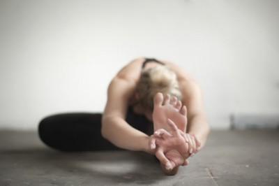 """Yoga Pose """"Kopf zu Knie"""""""